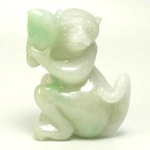 画像1: 翡翠飾り物(猿&桃)