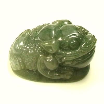 画像1: 翡翠飾り物(三本足カエル)