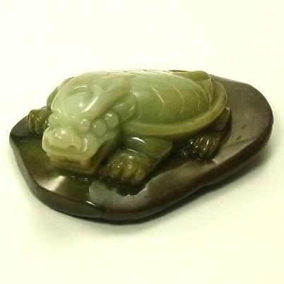 画像1: 翡翠飾り物(龍亀)